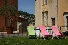 Strandstoelen in het parfumstadje Grasse.