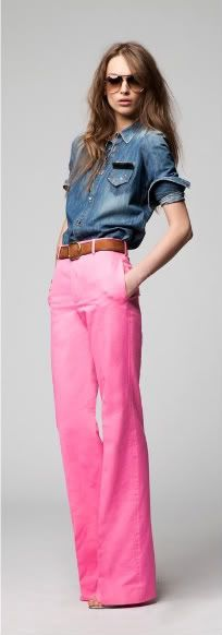 LOVE these pink trousers with the denim!! <3