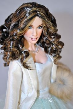 Super pretty hair! So glossy! Carrie in Paris, Sexy and the City last episode. ooak barbie by Magia2000