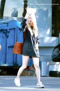 """Leaving the SBS Studios after Inkigayo"""" Krystal Fx, Jessica & Krystal, Jessica Jung, Krystal Jung Fashion, Airport Style, Airport Fashion, Slim Body, Perfect Body, Girls Generation"""
