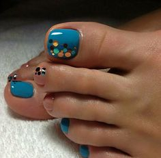 40 toe nail art designs to keep up with trends 021 Pretty Toe Nails, Cute Toe Nails, Fancy Nails, Gorgeous Nails, Love Nails, My Nails, Fabulous Nails, Pretty Toes, Pedicure Nail Art