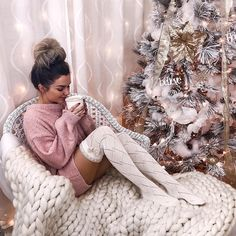 aaTv izle : 20 Great And Cozy Christmas Outfits Make You Happier Cozy Christmas Outfit, Christmas Fashion, Christmas Sweaters, Followers En Instagram, Outfits For Teens, Cute Outfits, Rock Outfits, Edgy Outfits, Party Outfits
