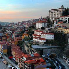 A natureza é sábia. Fez ladeiras e mais ladeiras pra queimar as calorias adquiridas na culinária… (Porto, Portugal)