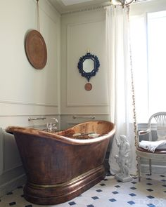 Château Fourcas Hosten, Listrac - bathroom with copper tub
