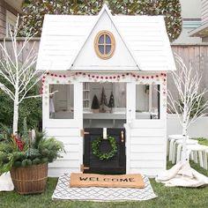 It's beginning to look a lot like Christmas Fabulous cubby house by @winterdaisykids Good night lovelies xx