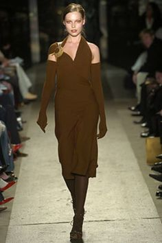Donna Karan Fall 2004 Ready-to-Wear Fashion Show - Donna Karan, Polina Kouklina Vintage Fashion 90s, Donna Karan, Fashion Show, Fashion Design, Ready To Wear, Runway, Vogue, Fall, Model