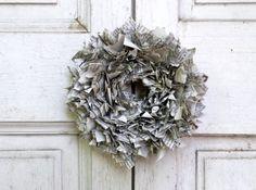 Bohókás, újrahasznosított ajtódísz, újságpapírból - Masni / Hobo newspaper door wreath DIY