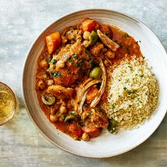 Slow-Cooker Chicken Tagine // Start this fragrant stew in the morning for a simple, hands-off dinner. Tagine Recipes, Couscous Recipes, Chickpea Recipes, Carrot Recipes, Turkey Recipes, Soup Recipes, Healthy Recipes, Slow Cooker Soup, Slow Cooker Chicken