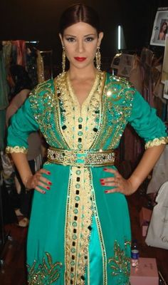 Green and gold again ! Morrocan Dress, Moroccan Bride, Moroccan Caftan, Oriental Dress, Oriental Fashion, Caftan Gallery, Reign Dresses, Pakistani Couture, Arab Fashion