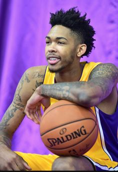 I during his Los Angeles Lakers era Miami Heat Basketball, Sports Basketball, Basketball Players, Brandon Ingram, Nba Champions, Great Team, Nba Players, Athletes, Daddy