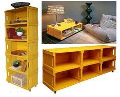 Estantes e mesa de centro feitos com caixote de madeira