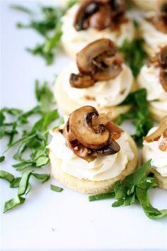 Canapés de cogumelos e queijo
