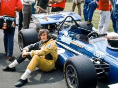1970 British GP, Brands Hatch. #1 March Cosworth 701 driven by Jackie Stewart. DNF after 52 laps with clutch problems. (March-Ford) se relaxe avant le départ du Grand...