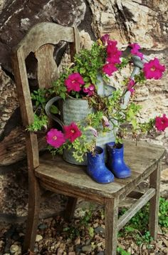 Old chair, bucket of flowers, blue kids boots Outdoor Projects, Garden Projects, Outdoor Decor, Chair Planter, Pot Plante, Old Chairs, Garden Chairs, Garden Furniture, Petunias