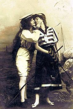 Lesbian Love in Vintage Photos Couples Vintage, Vintage Abbildungen, Vintage Lesbian, Vintage Ladies, Lesbian Love, Lesbian Art, Lesbian Pride, Lgbt History, Women In History