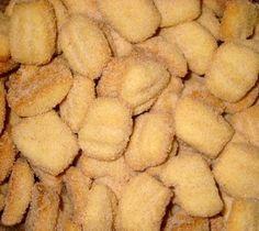 Para o biscoito :  1 kg de farinha de trigo  10 colheres de açúcar refinado  250 grs. de manteiga  250 grs. de banha  11 colheres... Biscuit Cookies, Yummy Cookies, Cookie Recipes, Snack Recipes, Snacks, Crockpot Recipes, Healthy Recipes, Menu Dieta, Kebab