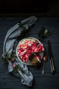 Torta magica alle ortiche e lamponi