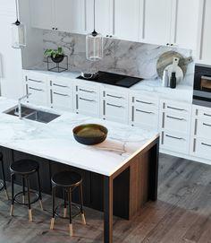 Modern by gn i̇ç mi̇marlik ofi̇si̇, modern wood wood effect Dining Area, Kitchen Dining, Kitchen Decor, Kitchen 3d Model, Kitchen Layout Plans, Living Room Shelves, Decor Interior Design, Decoration, Countertops