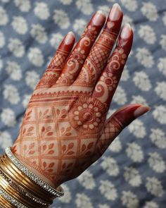 Image may contain: 1 person, closeup Henna Hand Designs, Dulhan Mehndi Designs, Mehendi, Mehndi Designs Finger, Indian Henna Designs, Mehndi Designs For Girls, Mehndi Designs For Beginners, Modern Mehndi Designs, Wedding Mehndi Designs