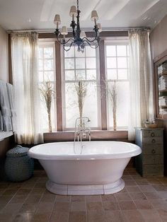 Extraordinary Tub Designs And Interesting Bathroom Interior Ideas Cly Unusual Decoration With Luxury Chandelier
