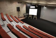 sala podamfiteatrem Conference Room, Table, Furniture, Home Decor, Decoration Home, Room Decor, Tables, Home Furnishings, Home Interior Design