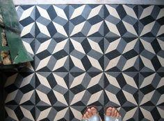 How do you take care of cement tiles? Floor Patterns, Tile Patterns, Textures Patterns, Print Patterns, Lemonade Bar, Strawberry Lemonade, Encaustic Tile, Concrete Tiles, Painted Floors