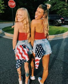 besties bff pictures, high school football games ve best friend p 4th Of July Pics, 4th Of July Outfits, Holiday Outfits, Summer Outfits, Cute Outfits, Cute Friend Pictures, Best Friend Photos, Bff Pics, Friday Night Lights