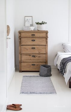 Pine drawers, grey rug, grey bucket basket