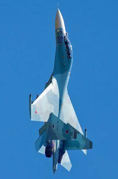 Су-30М2 — многоцелевой истребитель                  Су-30М2 – ударный самолет с большой дальностью полета. Создан на базе истребителя Су-30