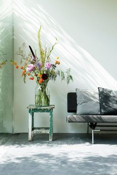 A bloomon bouquet in an inviting living space. bloomon deliver fresh flowers straight from the grower to your doorstep on repeat or as a gift.