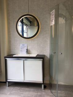 Inaria-allaskaappi liukuovilla, Macro Design valopeili pyöreä ja suihkunurkka Screen lasilla