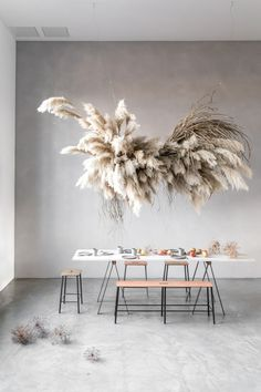 The latest craze taking the floral world by storm is pampas grass. Check out this post to see unique modern ways to use pampas grass. Interior design / home / houses / dinning table Grass Decor, Flower Installation, Deco Floral, Floral Design, Diy Décoration, Decoration Table, My New Room, Event Decor, Floral Arrangements