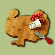 Turkey Wooden Cheese Boards make for wonderful hostess gifts for Thanksgiving dinner! http://warmbiscuit.com/turkey-wooden-cheese-board.html