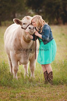 Senior session, steer, FFA  Photo By Paige Patterson Photography