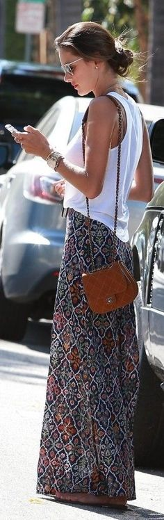 Love the skirt and top combo on this one. Style, print and colors. street style / casual flower print maxi skirt