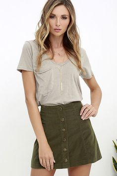 Corduroy is back and better than ever, and pieces like the White Crow Austin Olive Green Corduroy Mini Skirt have us swooning! This lightweight A-line skirt has a high-waisted fit and front snap button placket. Olive Green Skirt, Green Mini Skirt, Rock Design, Diy Design, Casual Skirts, Casual Outfits, Women's Casual, Rush Outfits, Fashion Clothes