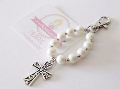 souvenirs originales para comunión Picknick Set, First Communion Decorations, Beaded Jewelry, Handmade Jewelry, Catholic Crafts, Baptism Favors, Diy Keychain, Keychains, Rosary Beads