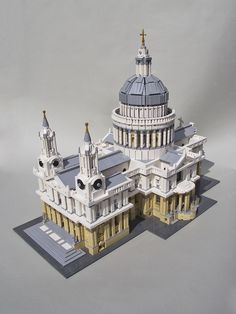 St Paul's Cathedral (1708) in London, UK by architect 	Sir Christopher Wren. LEGO model by Mechalex. / More info on St Paul's Cathedral at: http://en.wikipedia.org/wiki/St_Paul's_Cathedral