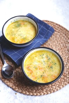 Cauliflower soup with carrot - - Vegetarian Recepies, Healthy Soup Recipes, Vegan Recipes, Soup Bar, Cup Of Soup, Vegetable Noodle Soup, Lunch Restaurants, Vegan Stew, Beet Soup