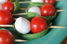 Partysnacks, Finger Food, schnell gemacht, leckere Snacks, kleine Partyschiffchen, Tomaten-Mozzarella-Schiffchen