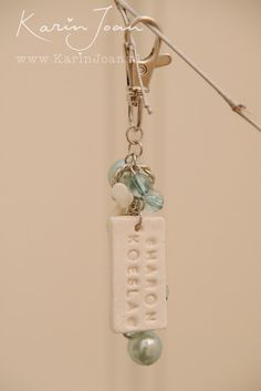 Combine air drying clay, an old earring and a keychain. Use letterpress letters in the clay. Full instructions:Karin Joan: Tashangertjes met eigen naam