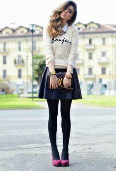 Девушка в юбке и джемпере