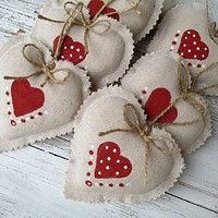 Fashion and Lifestyle Christmas Hearts, Felt Christmas Ornaments, Valentines Day Hearts, Valentine Day Crafts, Valentine Decorations, Christmas Decorations To Make, Handmade Christmas, Holiday Crafts, Christmas Embroidery Patterns