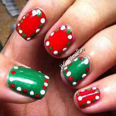Easy CHRISTMAS  #nail #nails #nailart. Needed: red, green, and white nail polish and a dotting tool. Cute Christmas nails simply doable.
