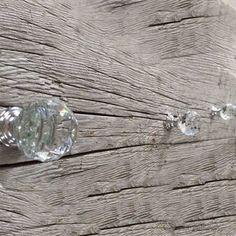Crystal Oval Knob on Brass Base - Modern Drawer Knob with Clear Crystal Design. Cabinet Dresser Drawer Pull on Cabinet And Drawer Knobs, Cabinet Hardware, Crystal Knobs, Clear Crystal, Vintage Drawer Pulls, Modern Drawers, Decorative Knobs, Crystal Design, Glass Knobs