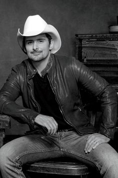 CMA Entertainer of the Year Brad Paisley Country Song Quotes, Country Music Lyrics, Country Music Artists, Country Men, Country Girls, Kimberly Williams, Luke Bryan Quotes, Country Girl Problems, Entertainer Of The Year