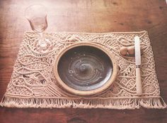 Dining with macrame seems chill. The wheel-thrown pottery plate in this photo is also beautiful.