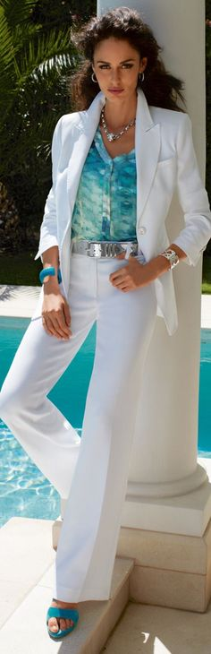 Summer outfit, White pants and blazer with a colorful shirt. Fashion Mode, Look Fashion, Fashion Outfits, Womens Fashion, Fashion Trends, Fashion Spring, Casual Chic, Casual Elegance, Terno Casual