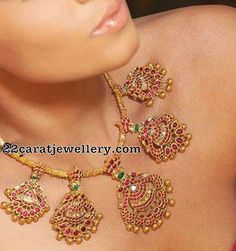 Peacock Ruby Choker with Gold Balls Gold Jewelry For Sale, Simple Jewelry, India Jewelry, Temple Jewellery, Peacock Jewelry, Jewelry Model, Gold Jewellery Design, Jewelry Patterns, Stone Jewelry