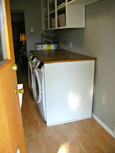 Laundry Room Redo - DIY Laundry Folding Table How to build a laundry folding table to fit over a front load washer and dryer Folding Table Diy, Laundry Room Folding Table, Folding Laundry, Diy Table, Laundry Shelves, Front Load Washer, Decorate Your Room, Home Projects, Bedroom Decor